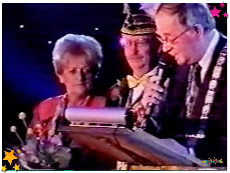 Klik op de foto voor het filmpje van de Koninklijk Onderscheiden Henk van Ras - 2002 Schaijk
