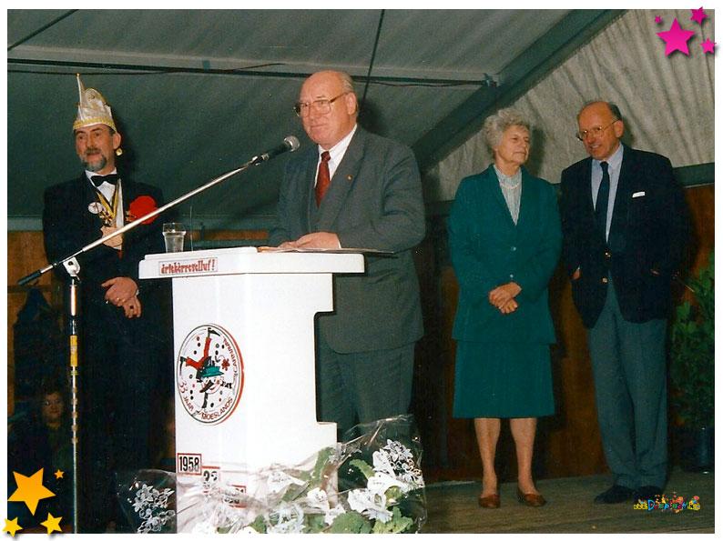 Burgemeester Schampers, voorzitter Frans van Boekel 33 jaar Moesland - 1991 Schaijk