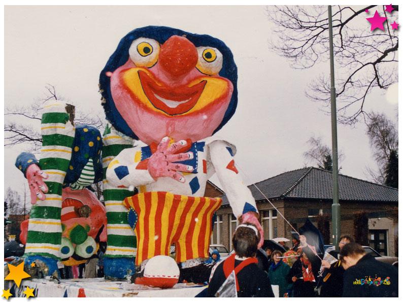 Carnavalsvereniging Auwzum en Asjemenou ooit exact dezelfde wagen