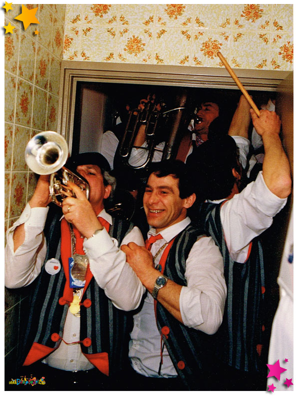 Hofkapel speelt in wc bij Nieuw Schaijk 1987