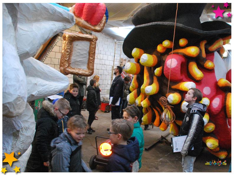 Jeugd loopt warm voor carnaval met Moeslandse wagenbouwers