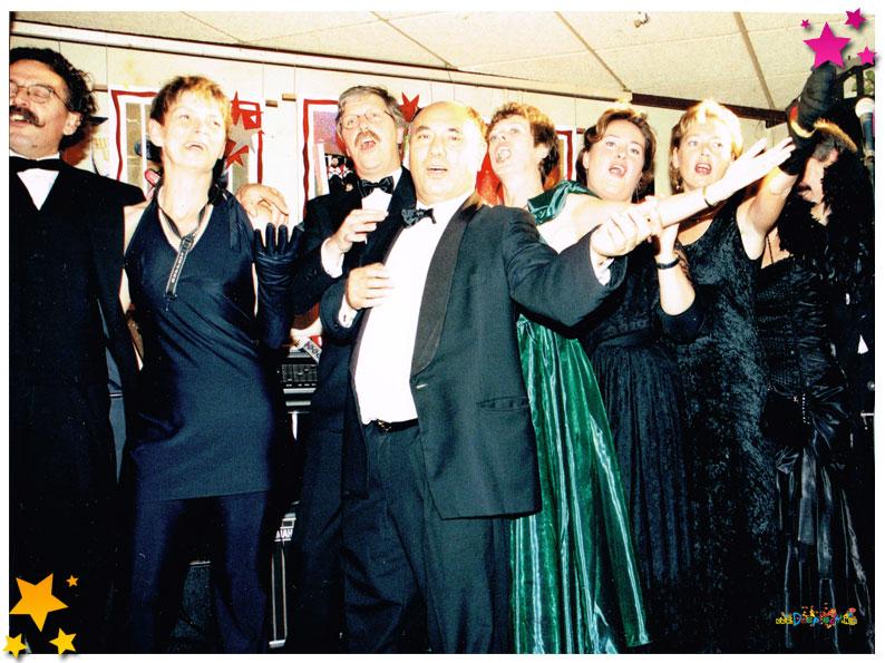 Van de CD 'Helemaal Niets' die carnavalsvereniging 't Kos Kojer in 1998 uit bracht.