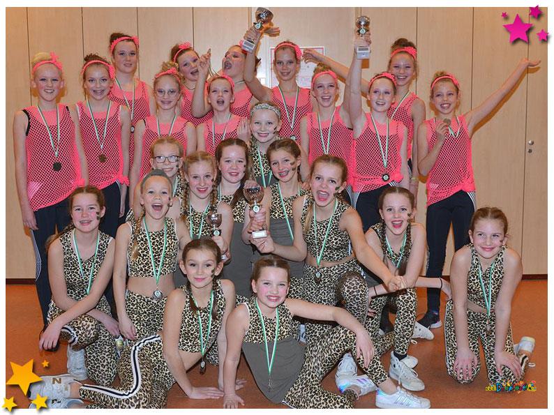 """In een stampvolle zaal werd zondag 10 februari de tweede editie van het """"Moeslands Dansfestival"""" gehouden. De grote zaal van de Phoenix zat al ruim voor aanvang helemaal vol met familie en bekenden die de jeugdige dansers kwamen aanmoedigen."""