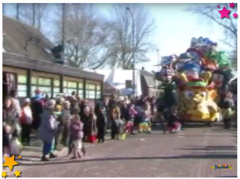 Bouw carnavalswagen Vur Mekoar Schaijk - 2011