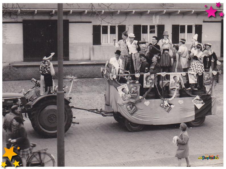 Optocht Schaijk - 1959 - De Achterblijvers
